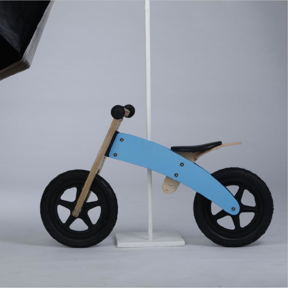 bd7b06f0ef0 This pedal-free beginner bike allows your child to focus on balance,  preparing him/her for a two-wheeler in no time. Avoid wobbly and  frustrating training ...