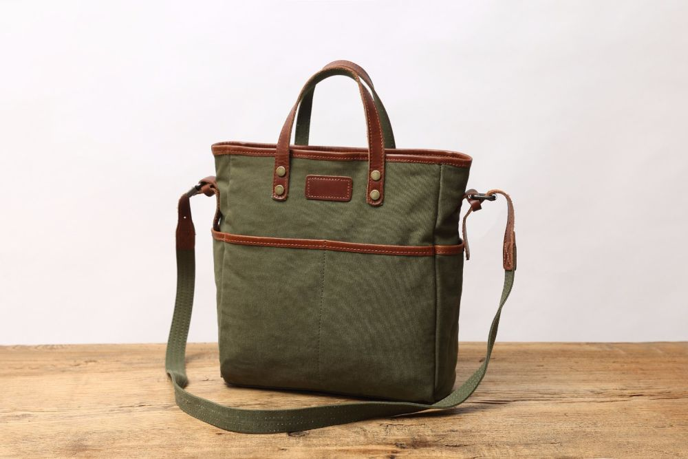 760e7f3391a5 Material  Made with water-resistant waxed canvas fabric and genuine cowhide  leather 2. Size  30 10 31CM -(L H W) can hold a 13 14 15 inlaptop