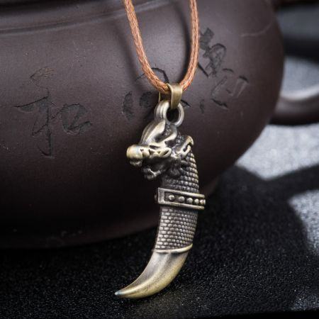 Fashion Brave Men Wolf Tooth Spike Pendant Necklace Women Men Jewelry Fang Tooth Amulet Pendant Necklace