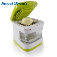 Sweettreats Garlic Press Very Sharp Stainless Steel Blades, Inbuilt Clear Plastic Tray, Green