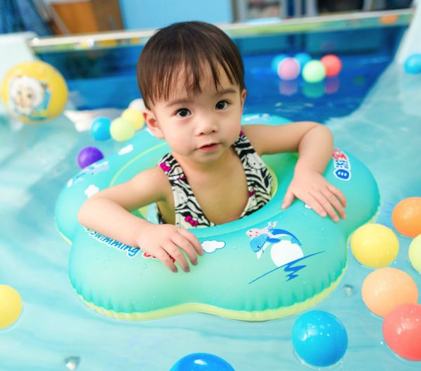 bbff870649 Relaxing Baby Swimming Inflatable Petal Shape Swimming Float Ring Seat Float  Boat Floats for Bathtub and Pools Swim Trainer of 12 Months-26 Months  (Blue, ...