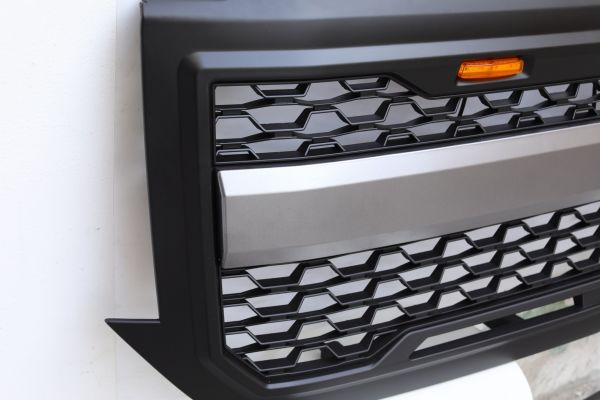 Front Grille For 2016-2018 Chevrolet Silverado 1500 Grill with Amber Light  1 Set / Carton